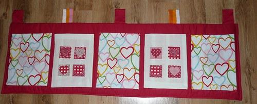 Srdíčkový kapsář s patchworkem v IKEA designu