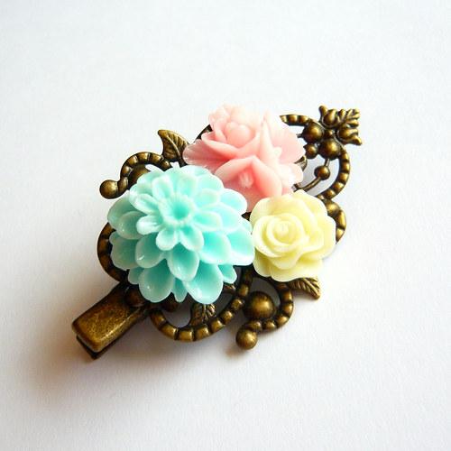 Romantická květinová spona do vlasů
