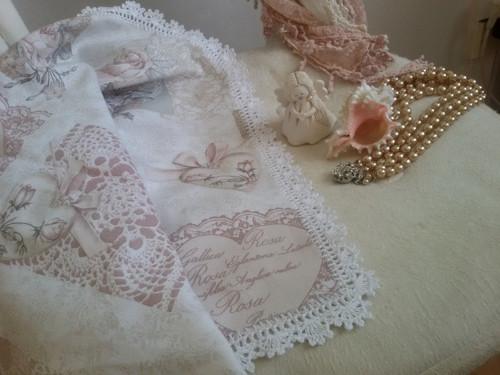 Ubrus s krajkou z kolekce Růže na režné