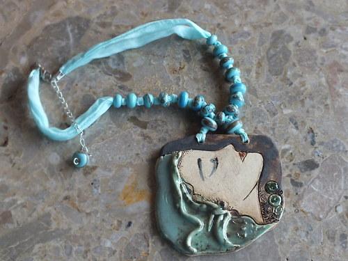 Keramický šperk -zasněná