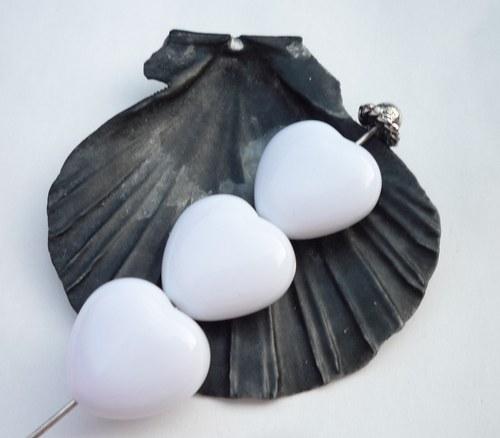 bílá srdíčka 6  ks - 13 mm