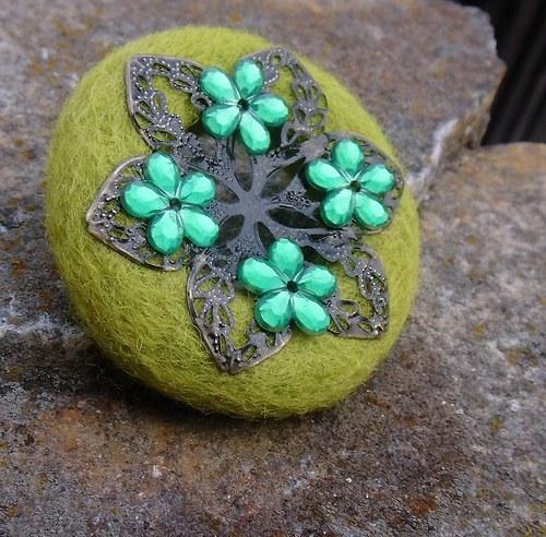 Rozkvetlá - brož trávově zelená