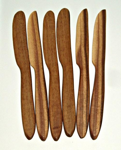 Nůž ze dřeva - Ořešák