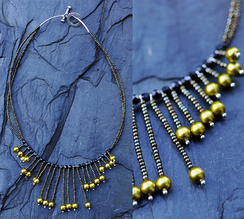 Černý náhrdelník s perličkami N0084B