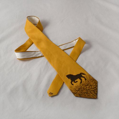 Hedvábná kravata s koněm hnědo-okrová