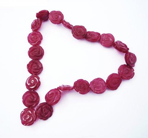 Růže vyřezaná z jadeitu