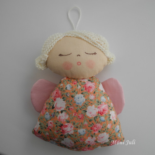 Malý andílek s růžičkami