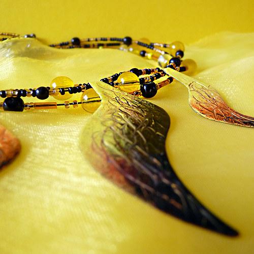 náhrdelník plameňák černožlutý