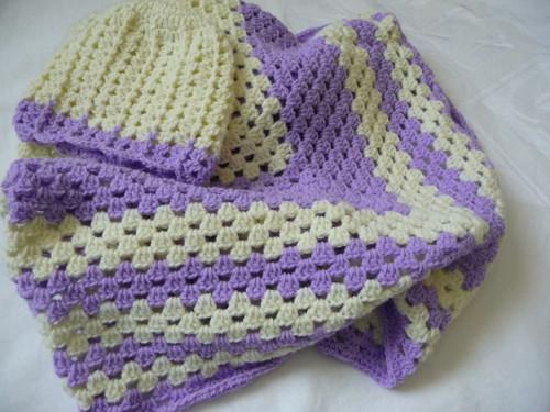 Čapka+deka-75x75cm-béžovo-fialová