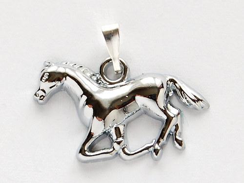 přívěšek koníka