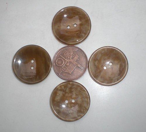 4 béžové perleťové knoflíky