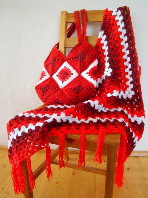 Červená to může být - šál a kabelka