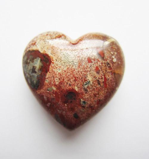 Srdce - jaspis brekcie 28x28x15