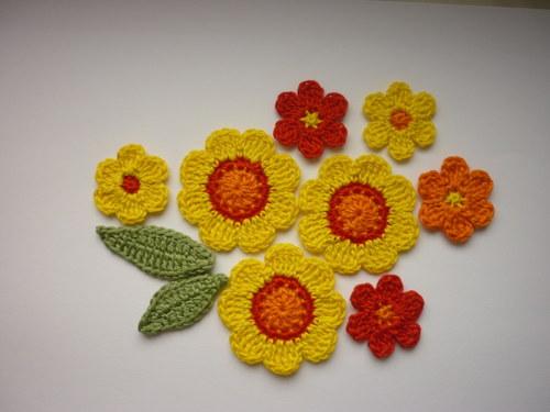Háčkované kytky, kytičky - aplikace - sada 10 ks