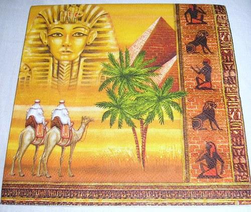 ubrousek - pyramida