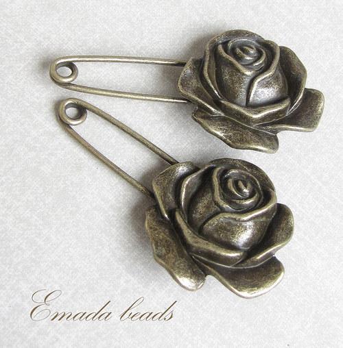 Špendlík s růží, 5,8 x 3 cm