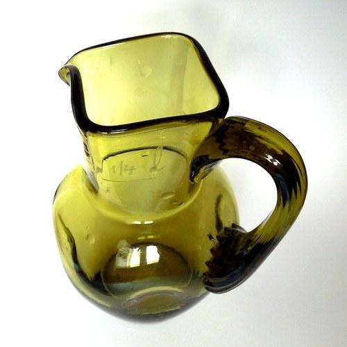 Karafa z  lesního skla - ruční výroba