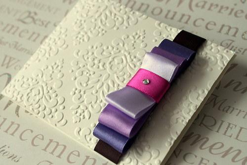 Svadobné oznámenie - krémové s fialovými mašlami