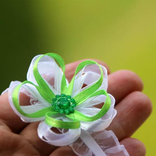 Náramek pro družičku - zelená kytička