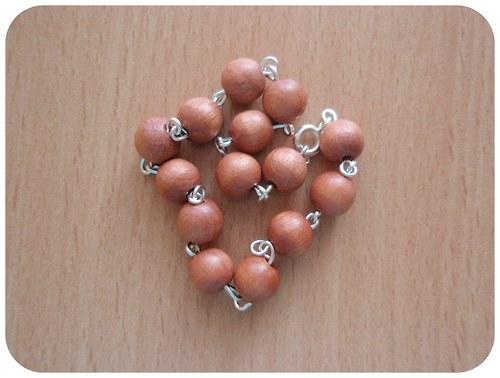 Náramek z dřevěných kuliček - světlý