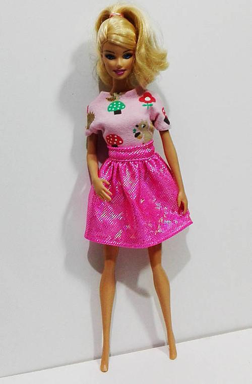 Ružová lesklá suknička pre Barbie
