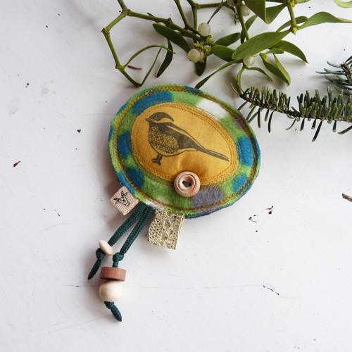 Textilní brož.....Ptáček