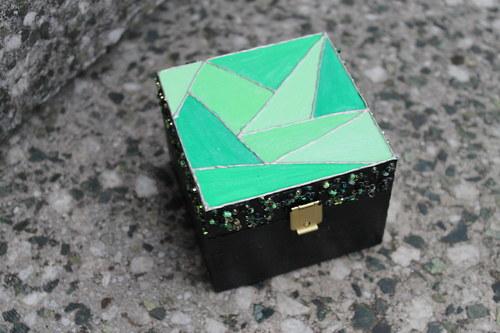 Dřev. krabička ručně malovaná - V odstínech zelené