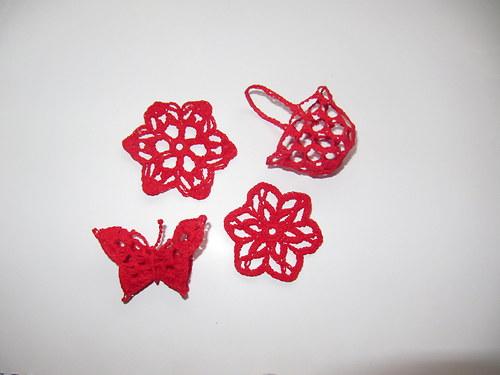 Háčkovaná dekorace - červená sada
