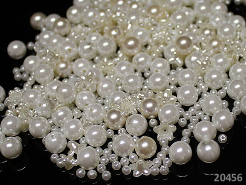 20456 BÍLÁ směs akrylových perel, bal.35g,+-200ks!