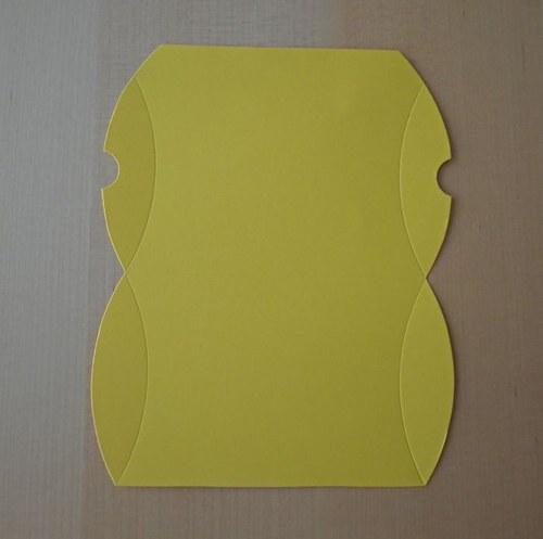 Výřez pro krabičku pukačku - tmavě žlutá 1ks
