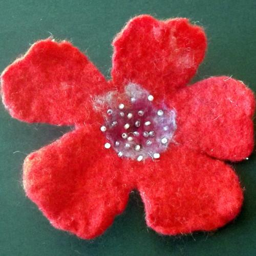 Plstěná květina - brož