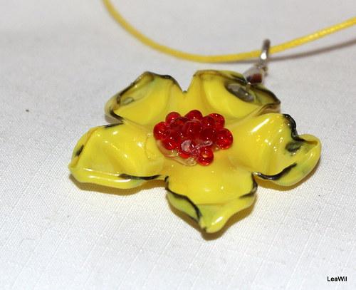 Žlutá květinka - náhrdelníček