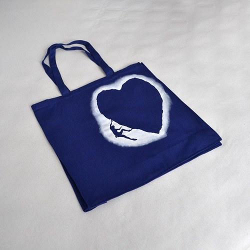 Velká modrá nákupní taška s horolezcem