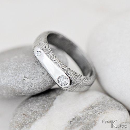 Kovaný prsten damasteel a diamanty - Blíženci