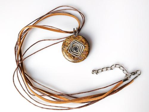 Náhrdelník s přívěskem bronzit