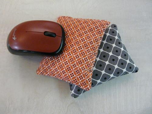 Pohankový polštářek pod ruku k PC - RETRO LÍSTKY
