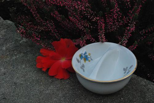 Porcelánová solnička a pepřenka