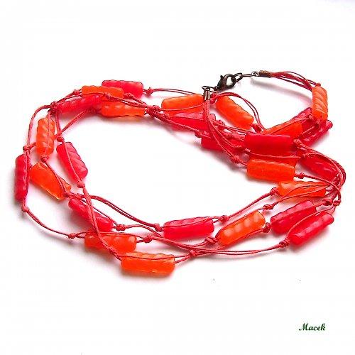 Červená a oranžová