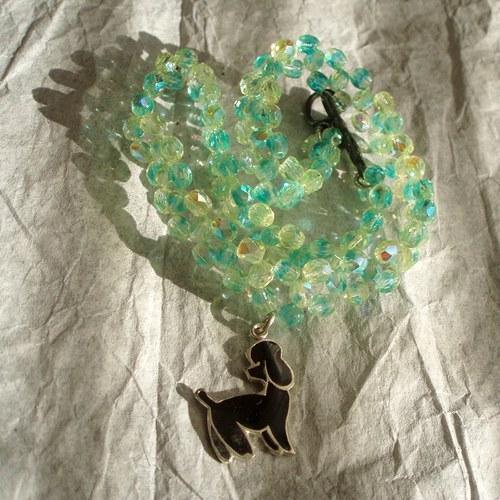 Zelenkavý náhrdelník s pudlíkem