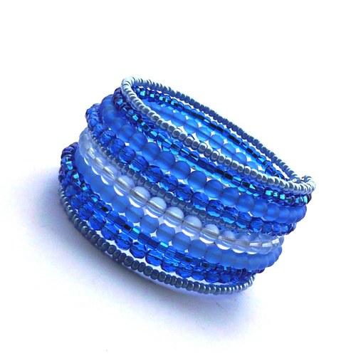 Světlejší modrý široký náramek