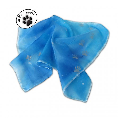 Hedvábný modrý šátek se stříbrnými psími stopami
