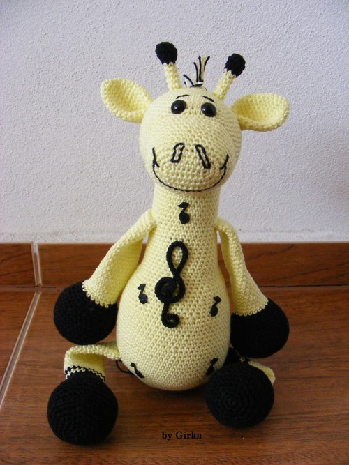 Žirafa - Virtuózka v žlutém provedení