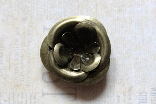 vintage bronzový bižu komponent květina