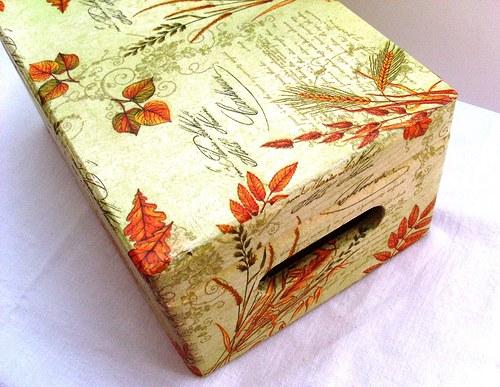 krabice (box) s víkem + úchyty do zelena