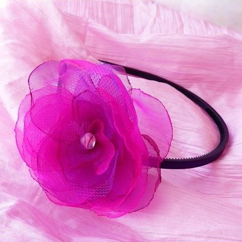 Čelenka s organzovým květem