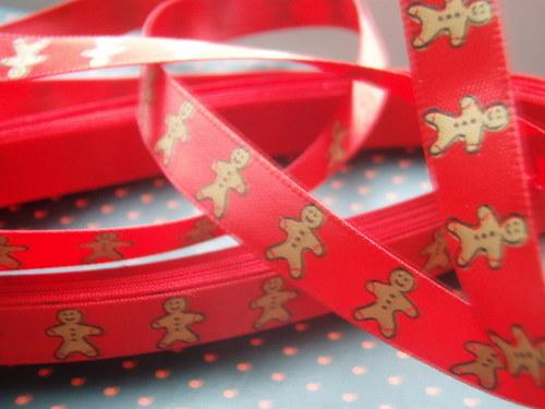 vánoční stuha Perníkoý panáček červená