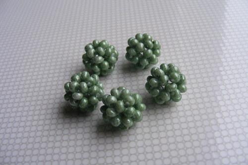 Šité kuličky - olivově zelené