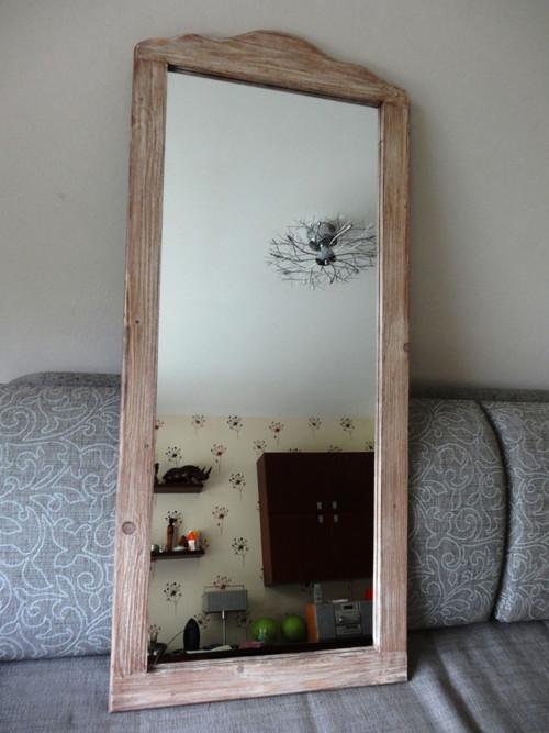 Zrcadlo s vyřezávaným horním rámem 021