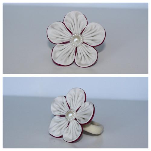 Gumička do vlasů - béžovovínový květ