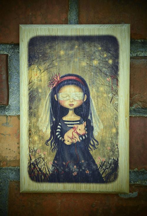 Dřevěný obrázek - Zasněná dívka s prasátkem